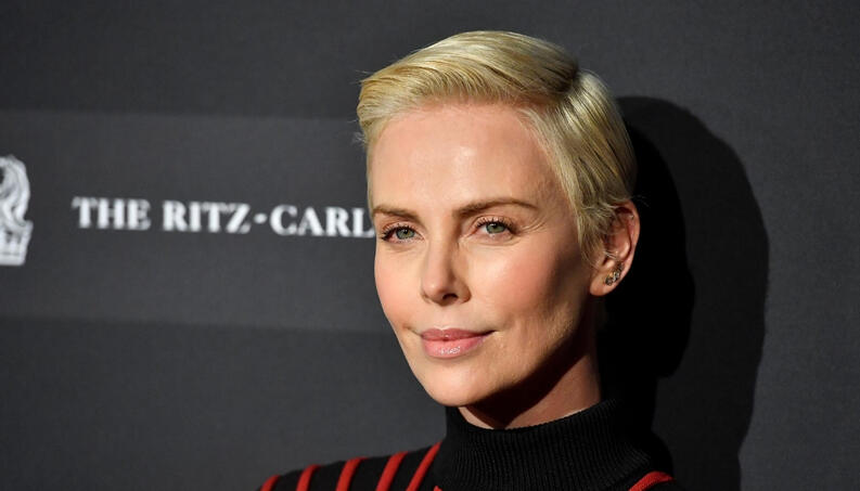 charlize theron padre alcoholico madre asesino 0