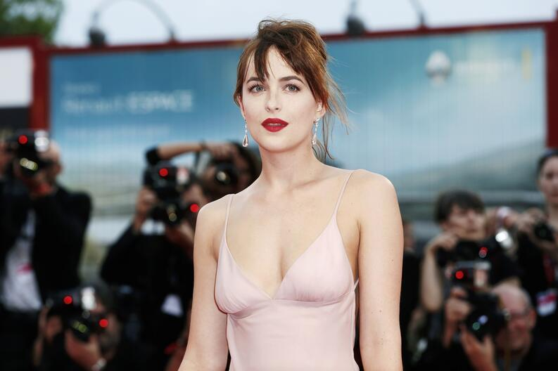 dakota johnson venice film festival 2015