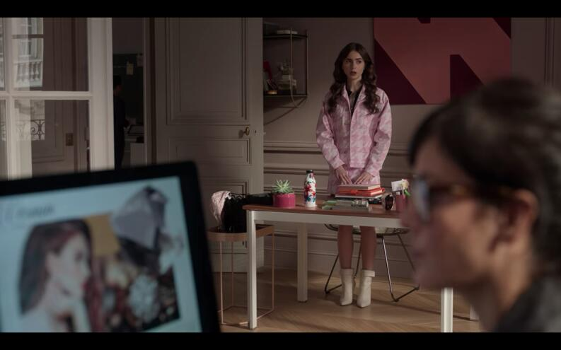 emily in paris outfit rosa episodio 10