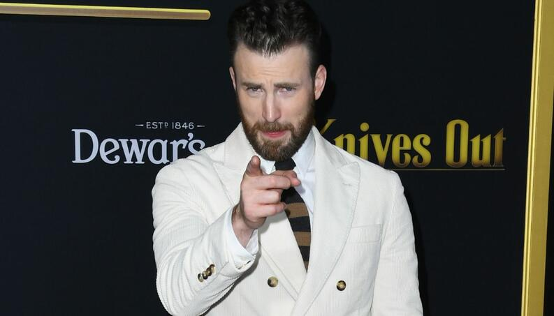 galeria chris evans en la premiere de knives out
