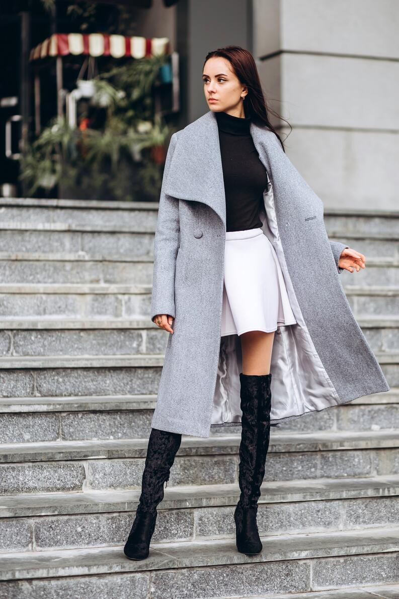 outfit con botas largas mujer