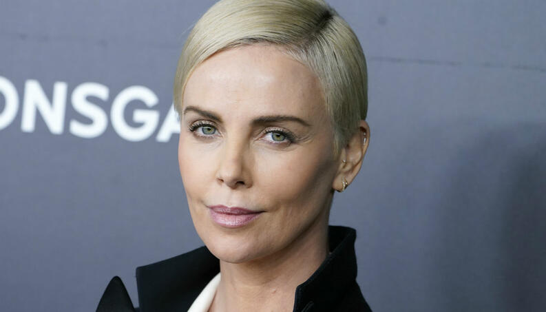 charlize theron 12 19 1400 800