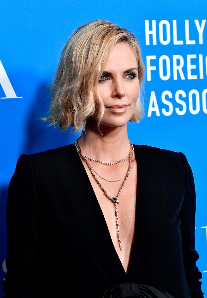 charlize theron hollywood foreign press association 2018 1